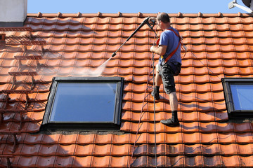 C-Rénovation : Comment faire pour nettoyer sa toiture à Saint-Jory ?