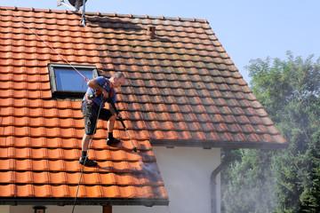 C-Rénovation : Comment enlever la mousse sur le toit à Labège ?