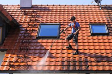 C-Rénovation : Comment nettoyer son toit à Bruguières ?